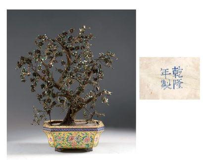 Chine. Rare jardinière rectangulaire en cuivre...