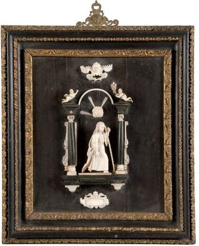 Haut-relief en ivoire sur panneau d'ébène...