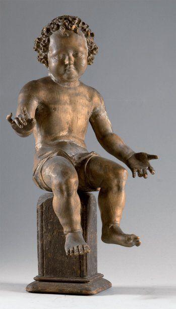 Enfant en tilleul sculpté en ronde-bosse....
