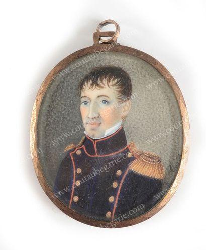 MILITAIRE FRANÇAIS. Portrait miniature sur ivoire, de forme ovale, conservé sous...