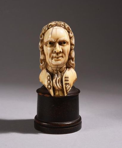 Pommeau de canne en ivoire sculpté représentant...