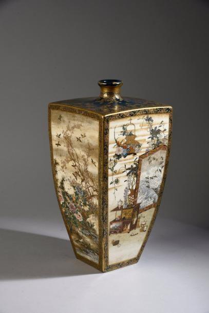 Vase quadrangulaire à col en faïence de Satsuma,...