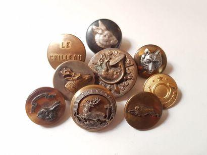 10 boutons de tenue, dont Equipage de Cheverny,...