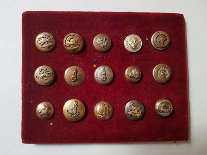 15 boutons de gilet dont Vautrait de Montrieux,...