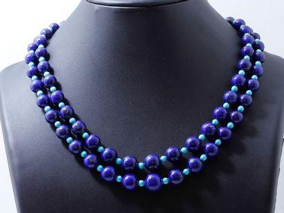 Collier composé de 2 chutes de perles de...