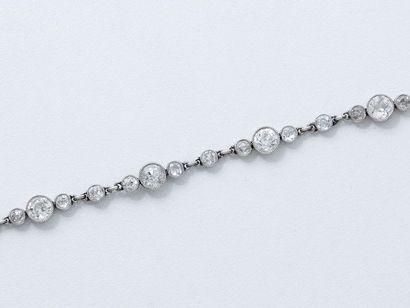 Délicat bracelet articulé en platine 850...