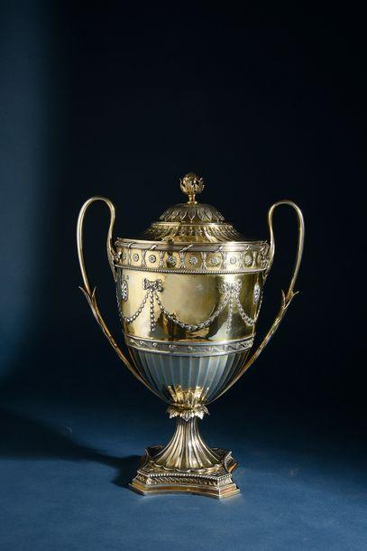 Coupe couverte en forme d'urne antique en...