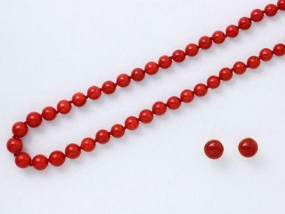 Collier composé d'une chute de perles de corail de belle couleur d'environ 7 à 9.5...