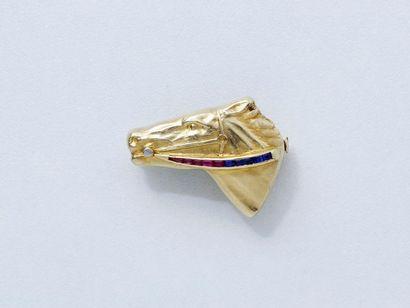 Broche en or 750 millièmes légèrement martelée,...