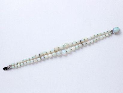 Bracelet composé de 2 chutes de perles d'opale,...