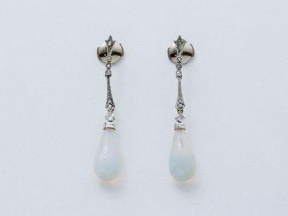 Paire de pendants d'oreilles en or 750 et...
