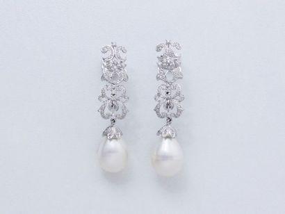 Paire de pendants d'oreilles en or gris 750...