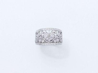 BRANAR Bague bandeau en or gris 750 millièmes habillée de diamants brillantés dans...