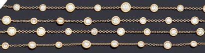 Sautoir en or 750 millièmes alterné de diamants...