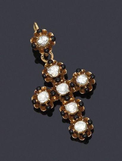 Croix pendentif en or 750 millièmes à décor...