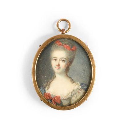 Miniature ovale représentant une femme au...