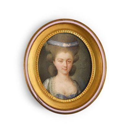 Miniature ovale figurant une femme portant...