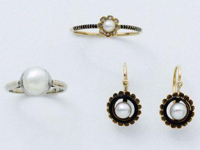 Lot en or 750 millièmes, perles, roses diamantées...
