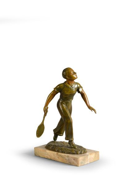 Sculpture en régule sur socle marbre. «Joueur...