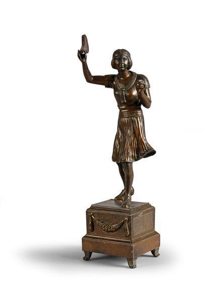 Sculpture en régule «Joueuse de Tennis»....