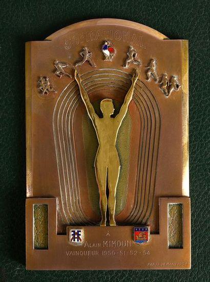 Plaque offerte à Alain Mimoun pour ses victoires...