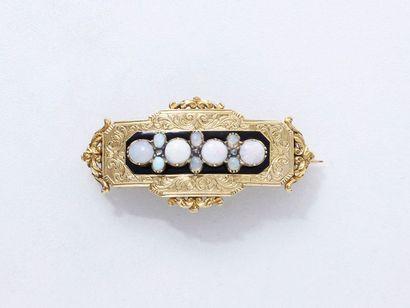 Broche pendentif en or 750 millièmes finement ciselé, décorée de cabochons d'opale...