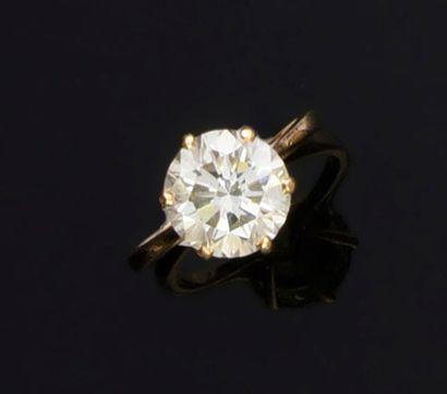 Bague en or jaune 750e, sertie d'un diamant...