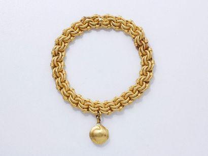 Bracelet souple en or 750 millièmes, à maille torsadée et entrelacée, retenant une...