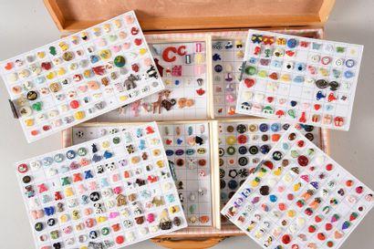 Collection d'environ 400 boutons pour enfants,...
