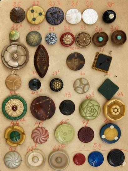 Henri HAMM (1871-1961) Exceptionnel ensemble de 38 boutons, matières diverses gravées...