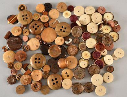 Bel ensemble de boutons en bois, années ...
