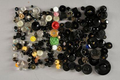 Ensemble de boutons en verre noir et couleurs...