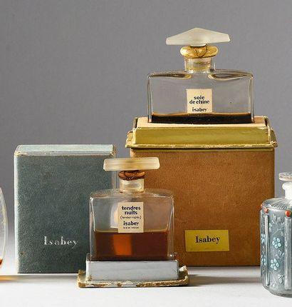 Isabey «Soie de Chine» - «Tendres Nuits» - (années 1930-1935) 2 flacons standards...