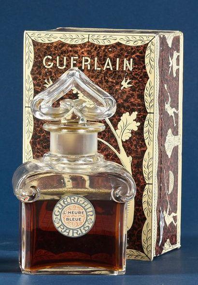 Guerlain «L'Heure Bleue» - (1912) Présenté dans son coffret rectangulaire en carton...