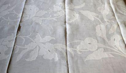 Service de table, maison Porthault, milieu du XXe siècle. Nappe et douze serviettes...