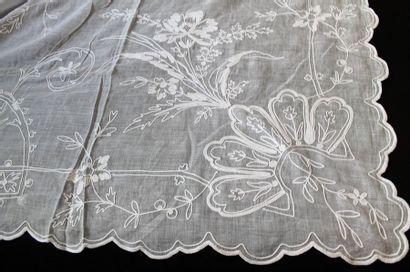 Nappes en broderie Cornely, fin du XIXe siècle. Deux nappes en mousseline de coton...