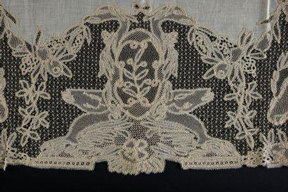 Dessus de table aux agneaux, Arlanc, fin du XIXe début du XXe siècle. En fine toile...