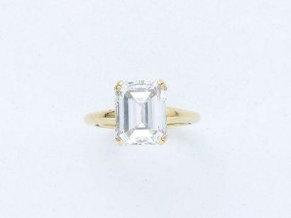 Bague en or 750 millièmes ornée d'un diamant...