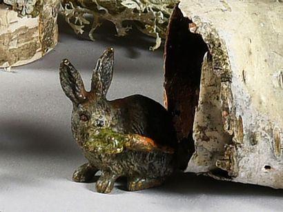 Un lapin avec une carotte L. : 3,5 cm