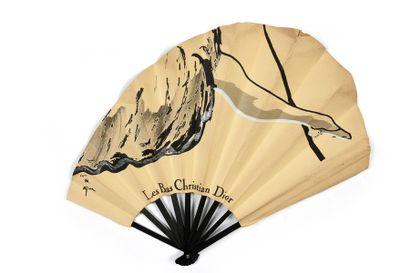 Les bas «Christian Dior» Eventail asymétrique,...