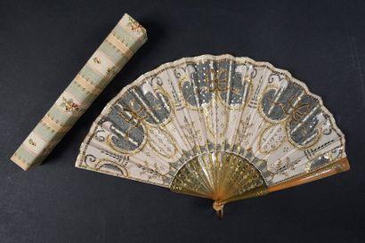 Nœuds dorés, vers 1900-1920 Eventail plié,...