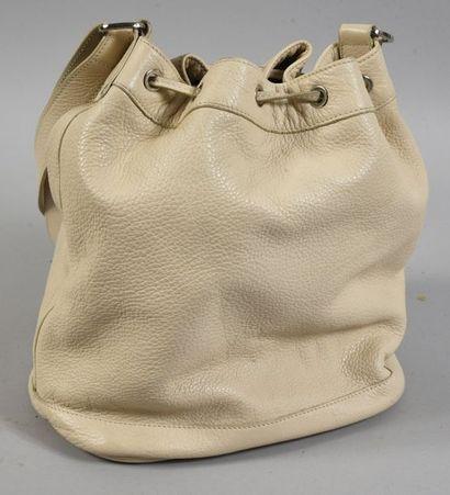 LONGCHAMPS, sac à main, sac sceau en cuir grainé crème.