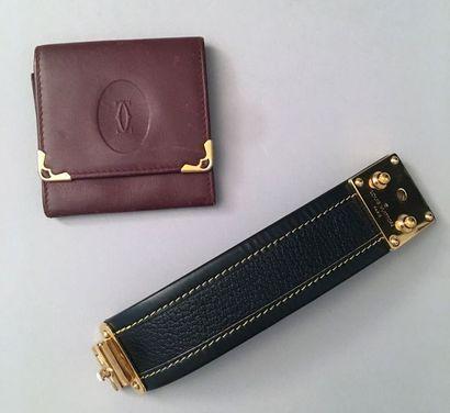 Louis VUITTON, bracelet manchette, en cuir...