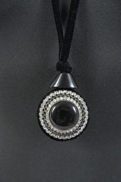 GIORGIO ARMANI, collier, importante boule serties de lignes de strass et perles...