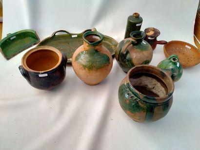 PRES D'AUGE, ensemble de 10 céramiques composé...