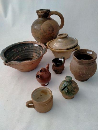 PRES D'AUGE, ensemble de 8 objets en ceramique...