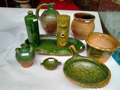 PRES D'AUGE ensemble de 9 céramiques composé...