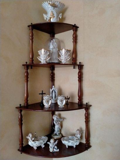 Ensemble de porcelaine : petits sujets, vases...