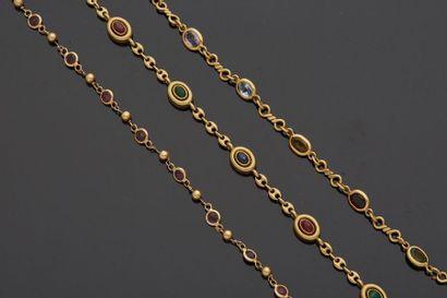 Lot comprenant?:  – Un collier en or jaune,...