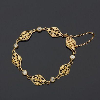 Bracelet souple en or jaune, 18k 750 ‰, composé...